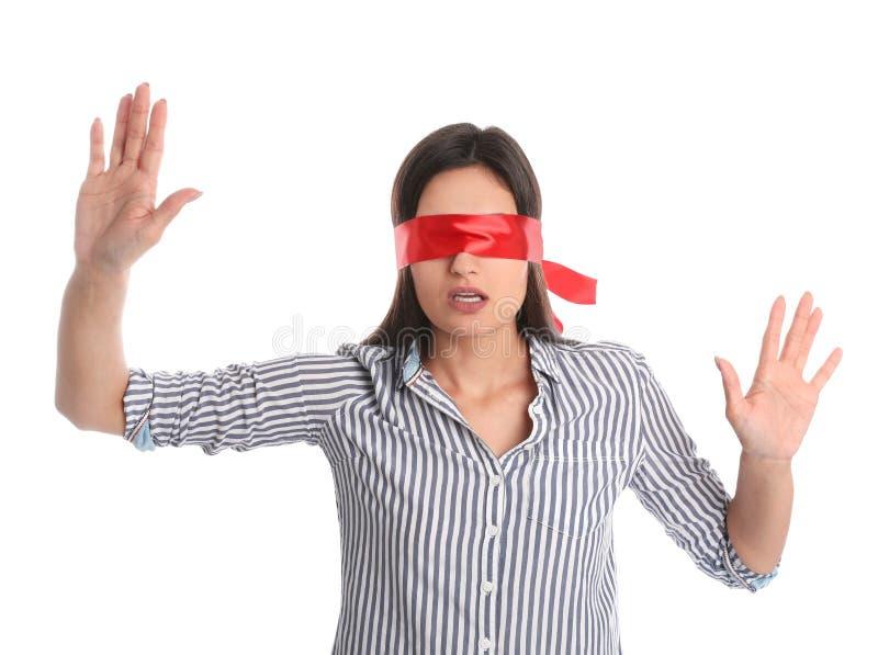 Jonge vrouw die rode blinddoek op wit dragen royalty-vrije stock foto's