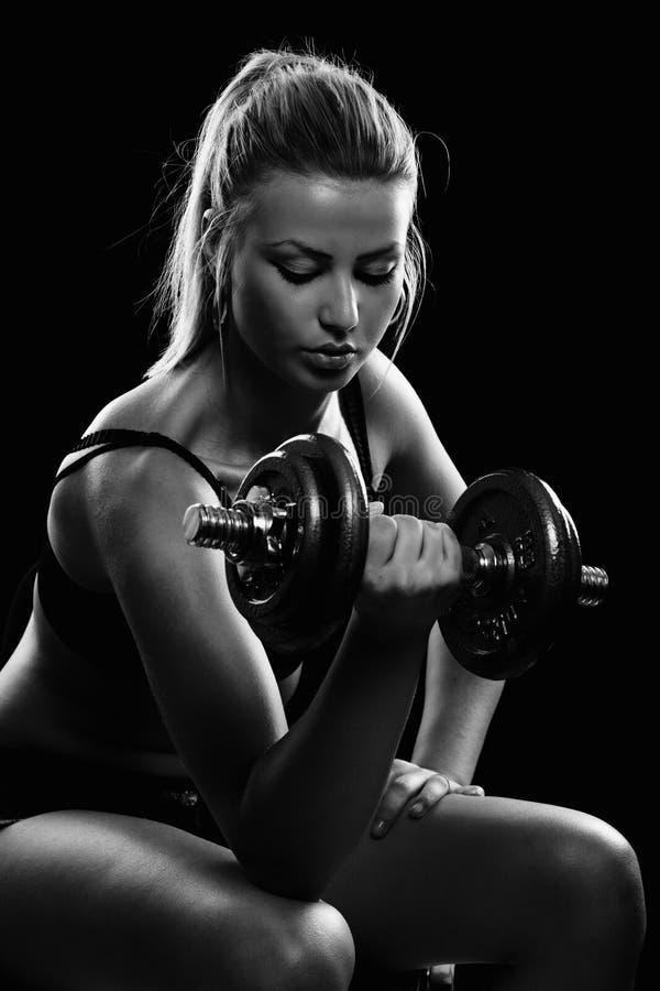 Jonge vrouw die training doet stock fotografie