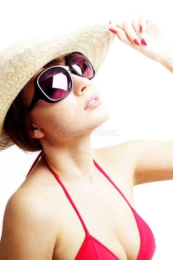 Jonge vrouw die zonnebril draagt royalty-vrije stock afbeeldingen