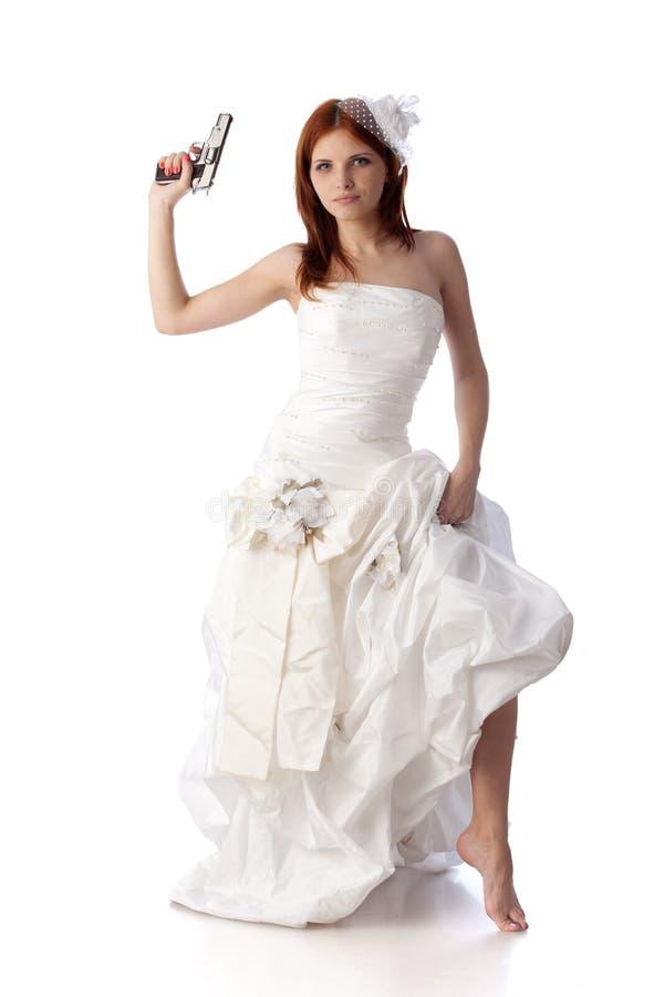 Jonge vrouw in een huwelijkskleding met kanon. royalty-vrije stock foto