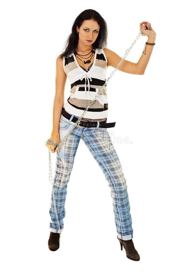 Jonge vrouw in gescheurde jeans met een ketting stock afbeelding
