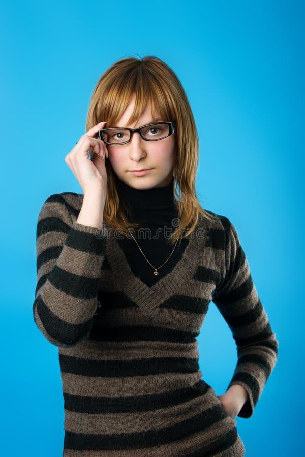 Jonge vrouw in glazen royalty-vrije stock foto