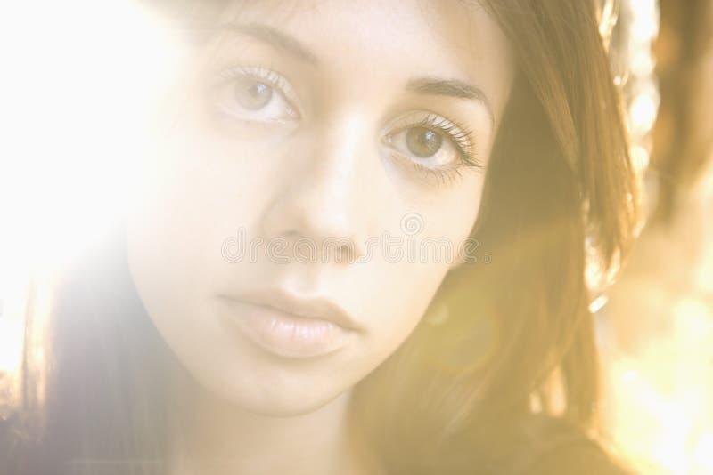 Jonge vrouw headshot stock afbeeldingen
