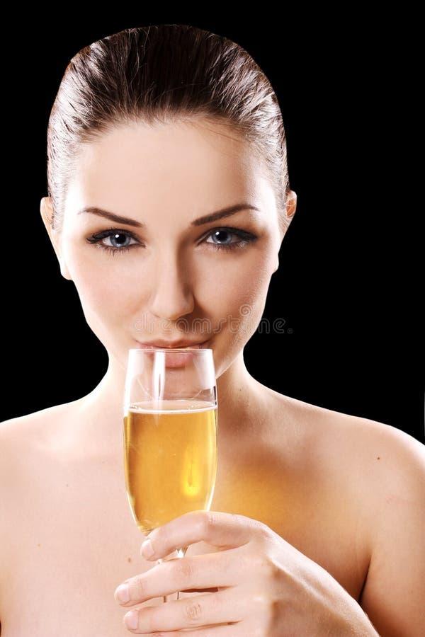 Jonge vrouw het drinken champagne royalty-vrije stock foto's