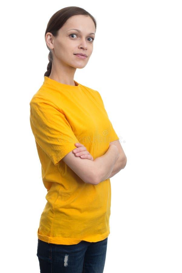 Jonge vrouw in lege gele t-shirt royalty-vrije stock foto's