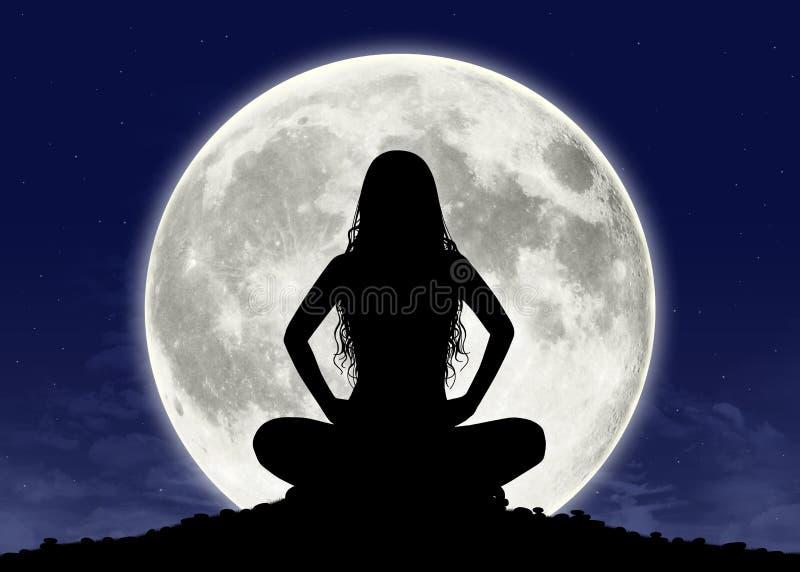 Jonge vrouw in meditatie bij de volle maan royalty-vrije stock fotografie