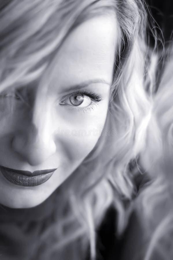 Jonge vrouw met blauwe ogen stock foto's
