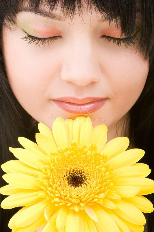 Jonge vrouw met bloem stock afbeeldingen