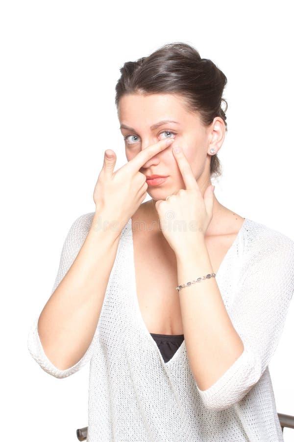 Jonge vrouw met contactlenzen stock afbeelding
