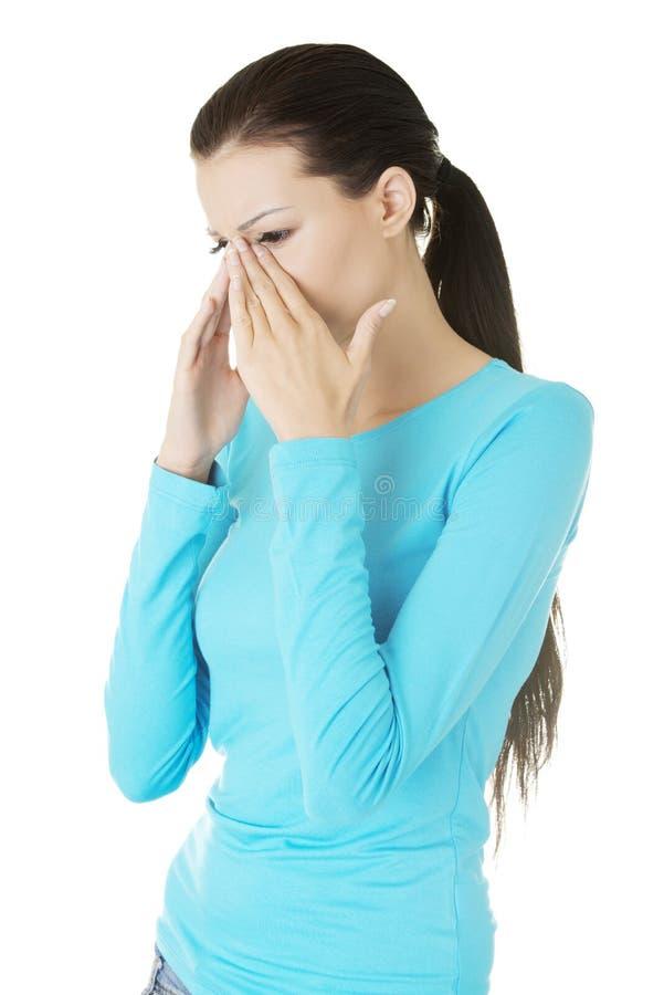 Jonge vrouw met de pijn van de sinusdruk stock afbeeldingen