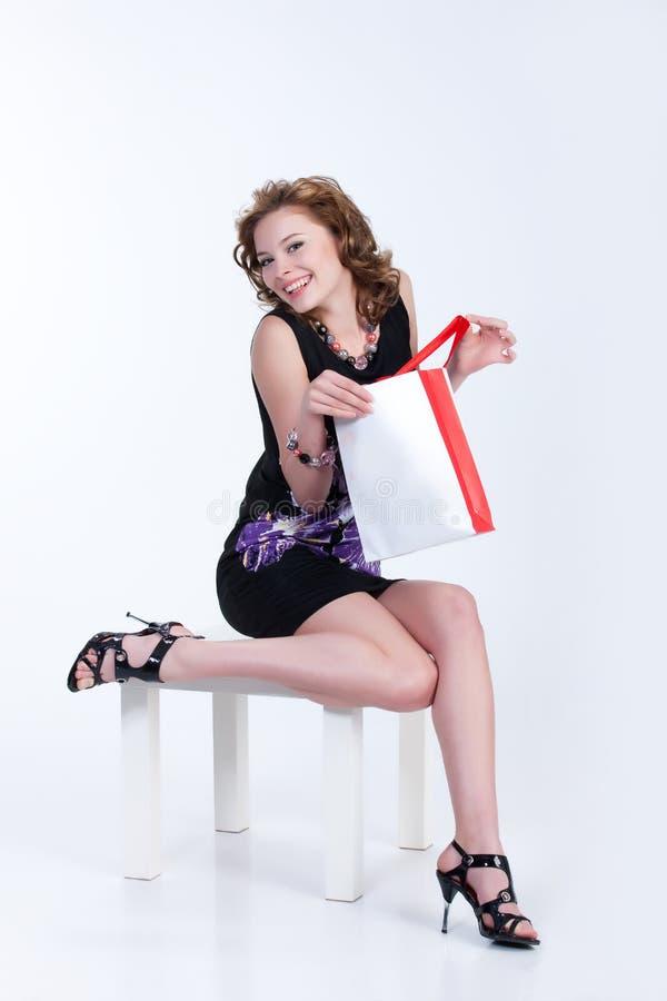 Jonge Vrouw met de Zak van het Document royalty-vrije stock foto's