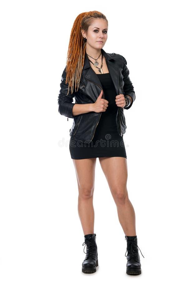 Jonge vrouw met dreadlocks in een leerjasje royalty-vrije stock afbeeldingen