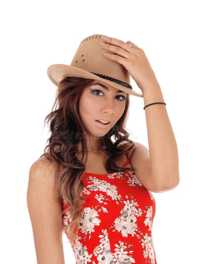 Jonge vrouw met een bruine hoed stock fotografie
