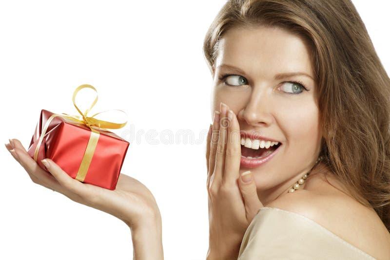 Jonge vrouw met een gift stock fotografie