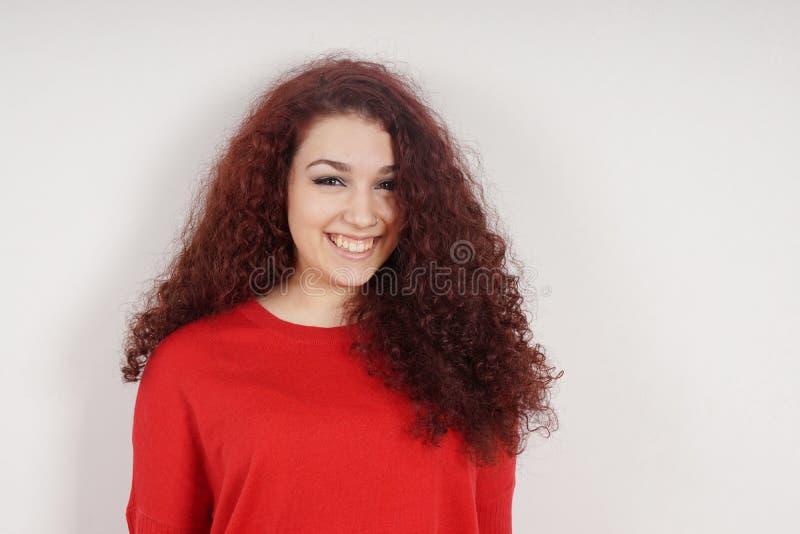 Jonge vrouw met een toothy glimlach stock fotografie