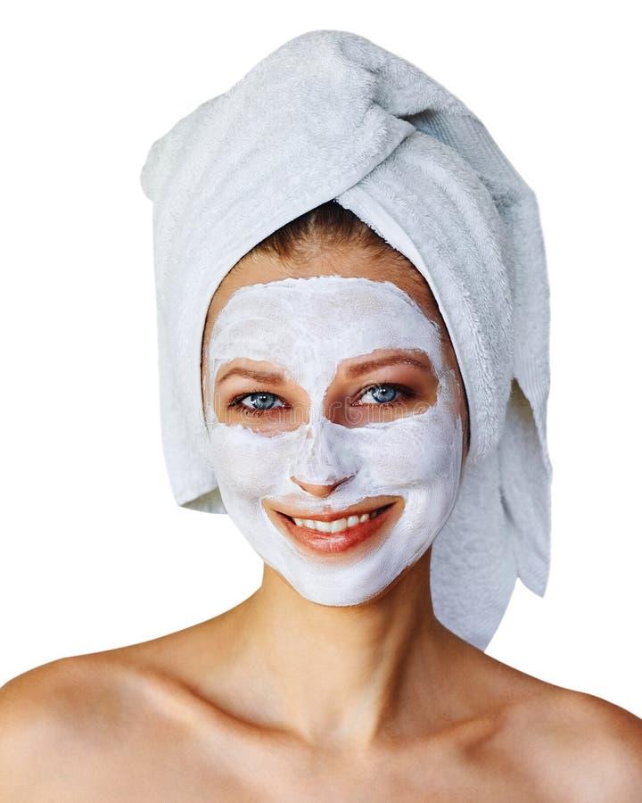 Jonge vrouw met gezichtsmasker op haar gezicht Over geïsoleerde huidzorg en behandeling, kuuroord, natuurlijk schoonheid en de ko stock foto's