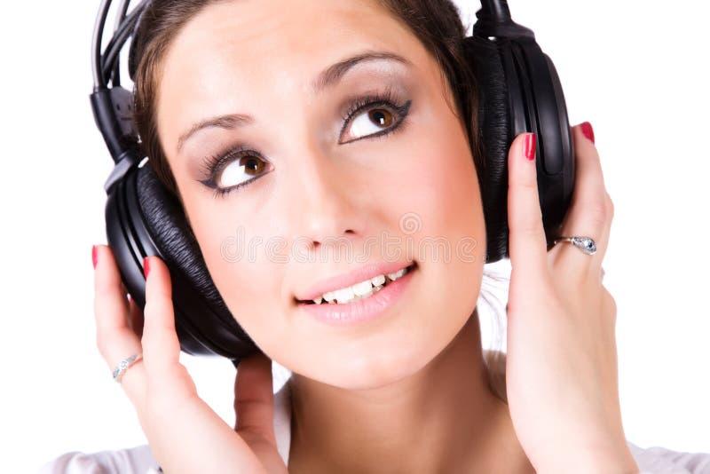 Jonge vrouw met grote hoofdtelefoons royalty-vrije stock fotografie