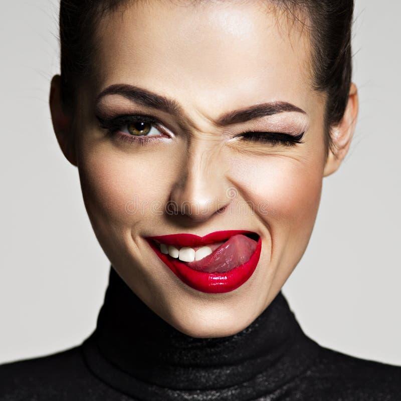Jonge vrouw met heldere gezichtsuitdrukking royalty-vrije stock foto