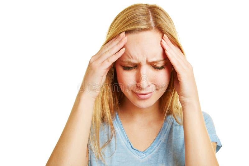 Jonge vrouw met hoofdpijn stock afbeeldingen