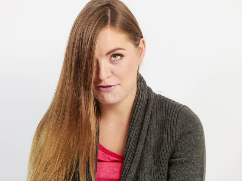 Jonge vrouw met lange haren stock foto's