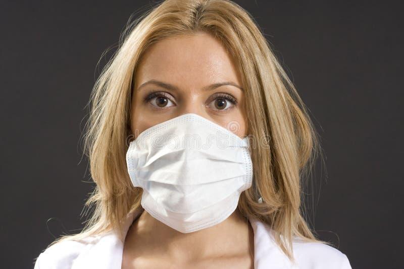 Jonge vrouw met medisch masker royalty-vrije stock foto