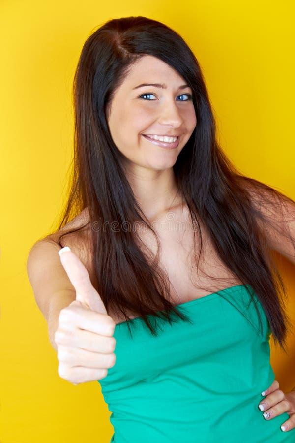 Jonge vrouw met omhoog duim royalty-vrije stock fotografie