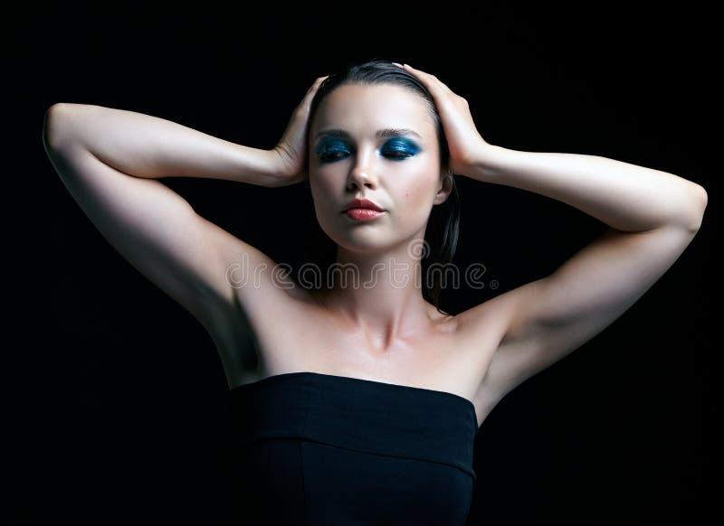 Jonge vrouw met perfecte huid en de blauwgroene rokerige elft van het ogenoog stock foto's