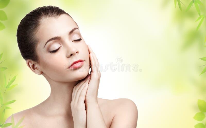 Jonge vrouw met schone huid royalty-vrije stock fotografie