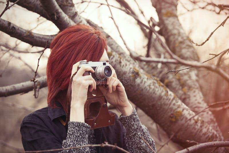 Jonge Vrouw met Uitstekende Camera stock foto's