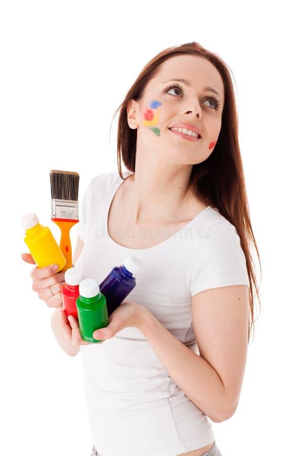 Jonge vrouw met verven en penseel. stock afbeelding