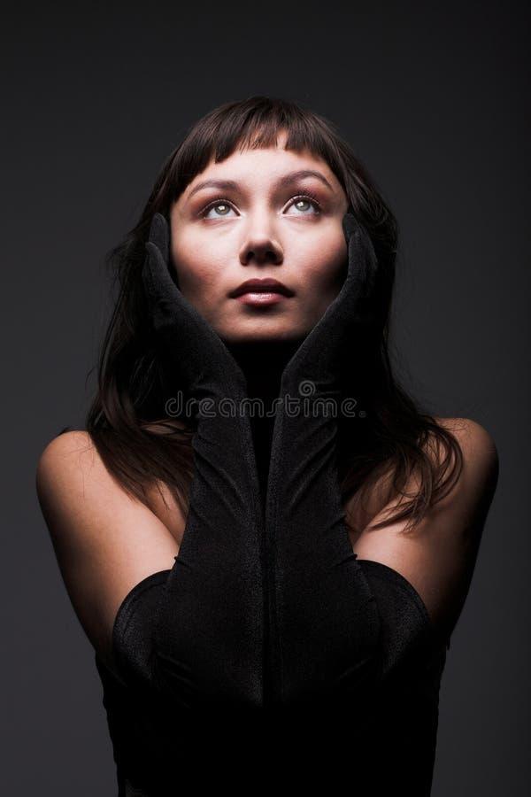 Jonge vrouw met zwart haar royalty-vrije stock foto
