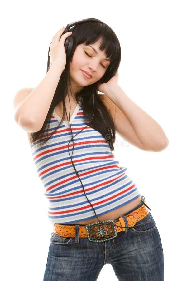 Jonge vrouw in oortelefoons stock afbeelding