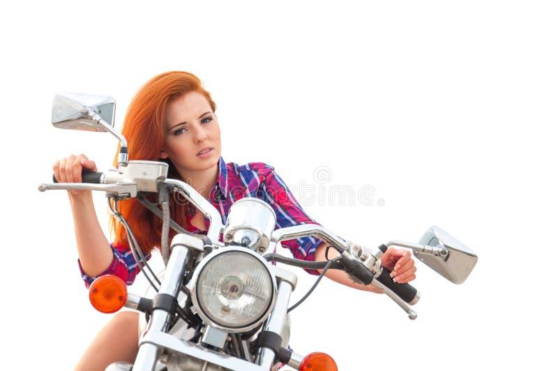 jonge vrouw op een motorfiets stock foto