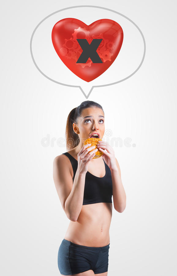 Jonge vrouw op ongezond dieet voor een ongezond hart stock foto's