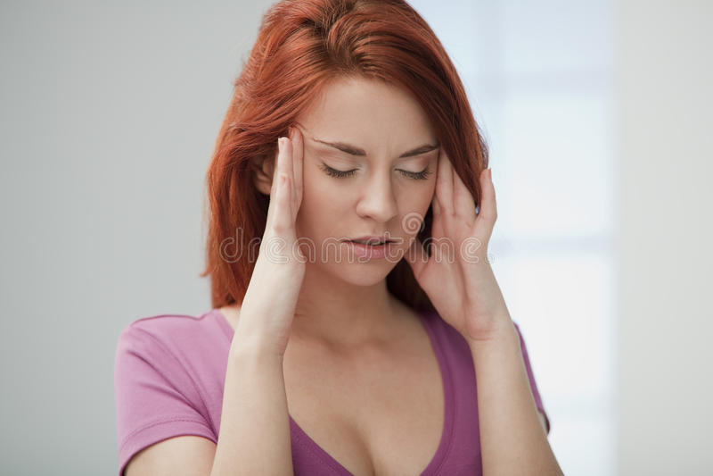 Jonge Vrouw in Pijn. royalty-vrije stock afbeelding