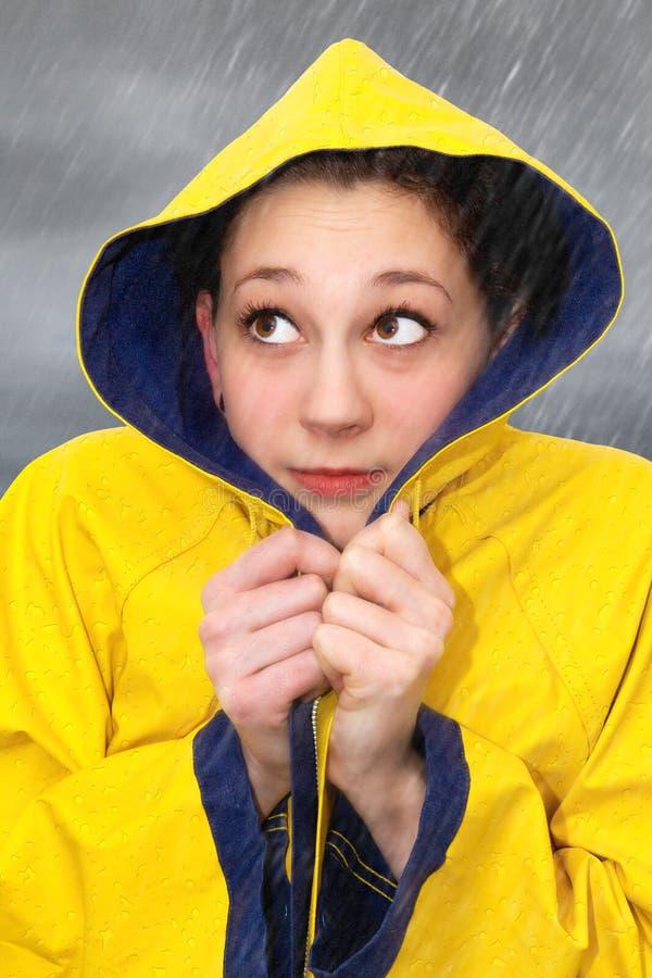 Jonge vrouw in regen royalty-vrije stock foto