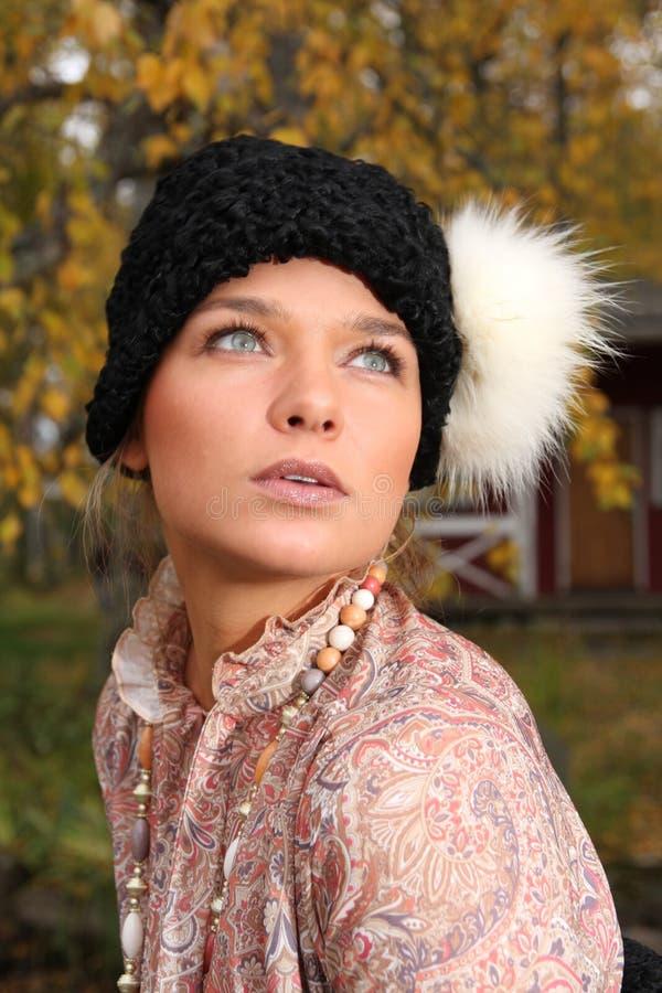 Jonge vrouw in retro kleding royalty-vrije stock fotografie