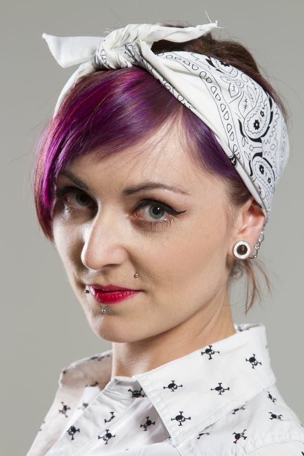 Jonge vrouw in Rockabilly-stijlen royalty-vrije stock afbeeldingen