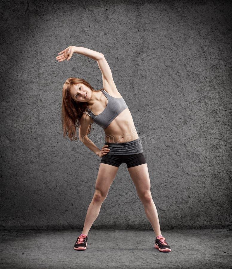Jonge vrouw in sportslijtage stock foto's