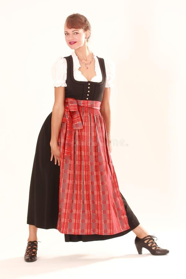 Jonge vrouw in traditionele kleding royalty-vrije stock foto's