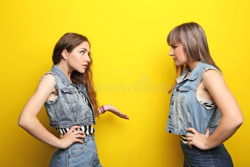 Jonge vrouw twee royalty-vrije stock foto