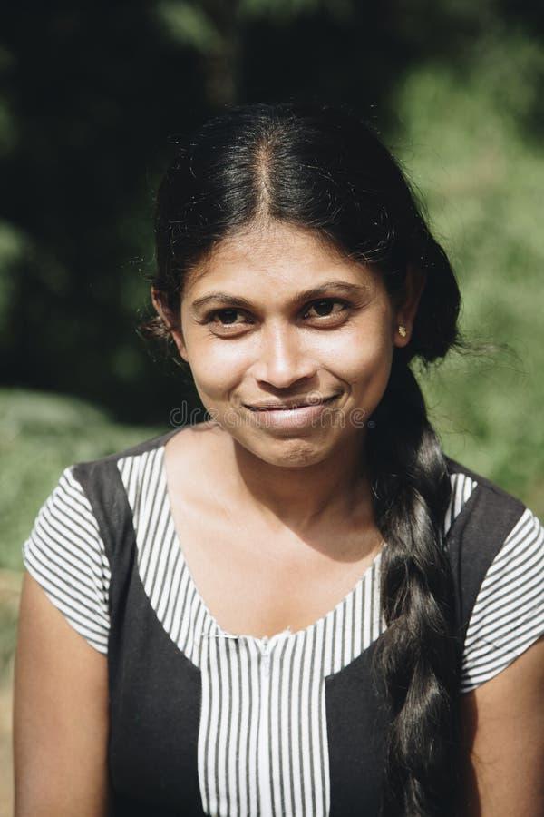Jonge vrouw van Nuwara Eliya in Sri Lanka stock foto