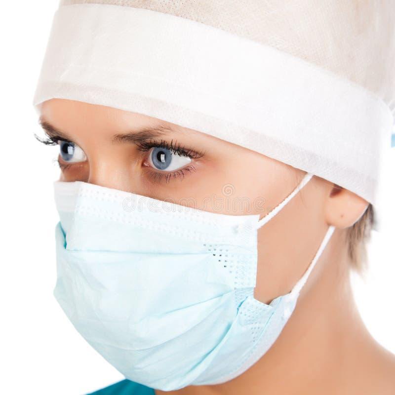 Jonge vrouwelijke chirurg stock foto
