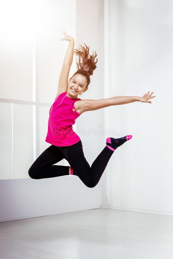 Jonge vrouwelijke danser royalty-vrije stock fotografie