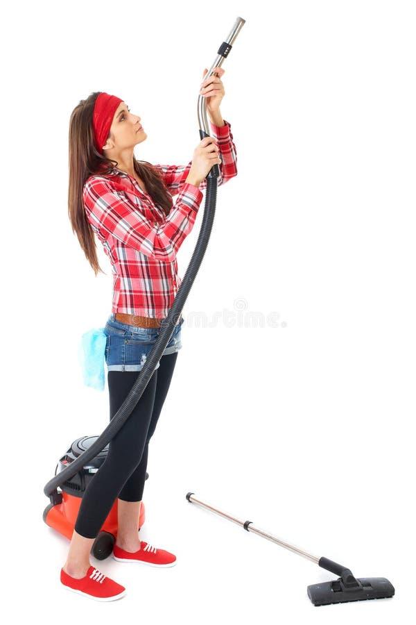 Jonge vrouwelijke geïsoleerde reinigingsmachine in rood overhemd royalty-vrije stock foto