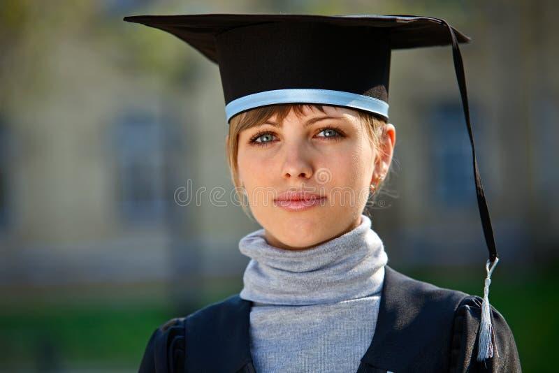 Jonge vrouwelijke gediplomeerde stock afbeeldingen