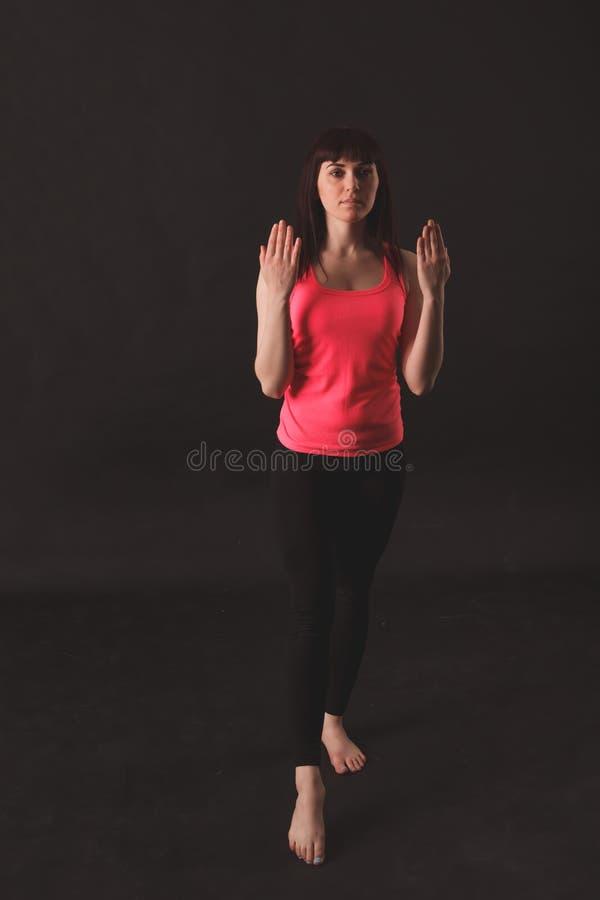 Jonge vrouwelijke het dansen jazz stock afbeelding