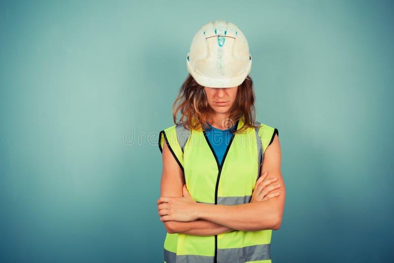 Jonge vrouwelijke ingenieur in hoge vis en bouwvakker stock afbeeldingen