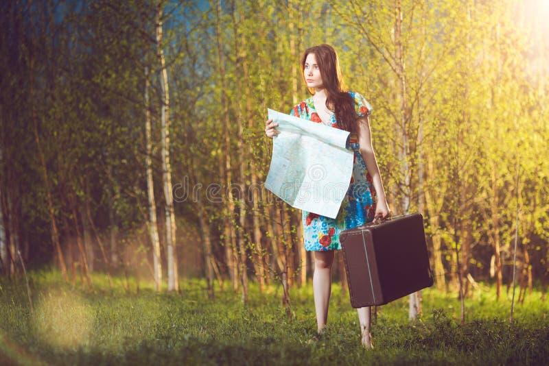 Jonge vrouwelijke reiziger stock foto