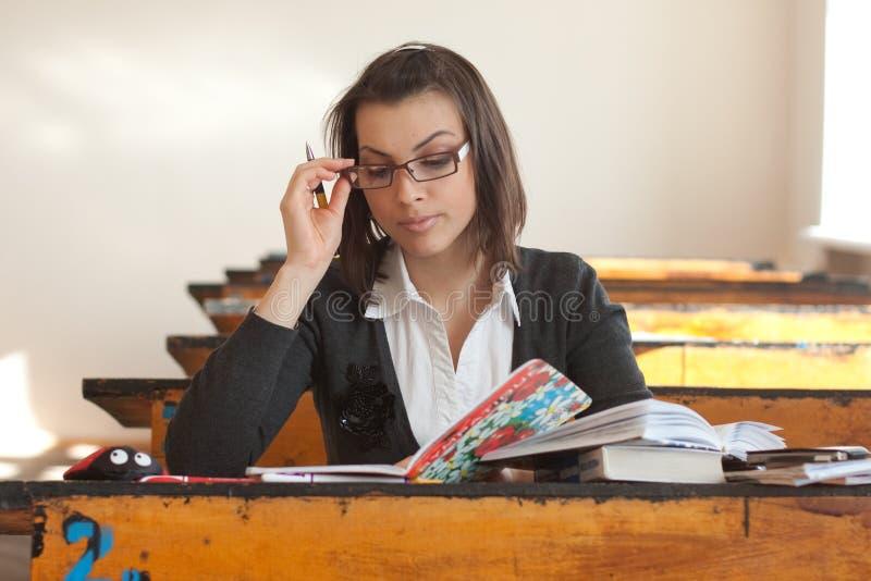 Jonge vrouwelijke student stock afbeeldingen